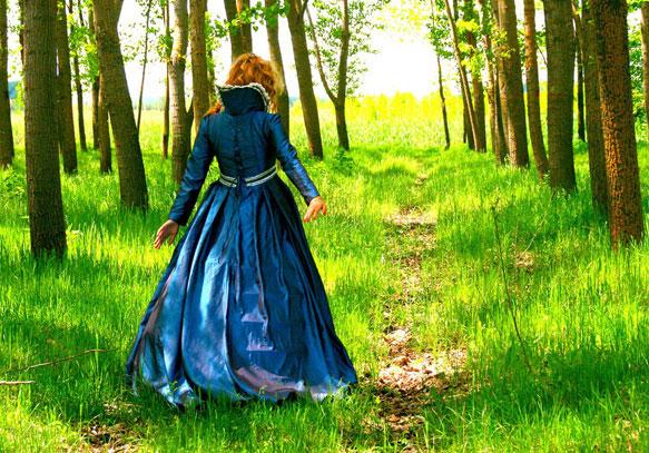 снится синее платье