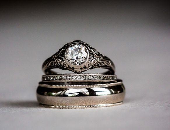 К чему снятся найденные кольца с камнями