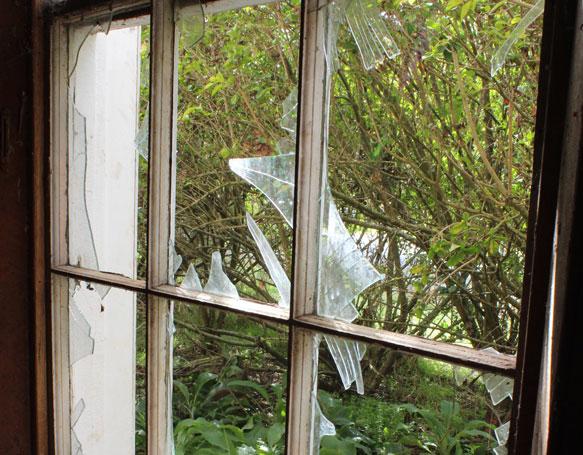 к чему снится разбитое окно