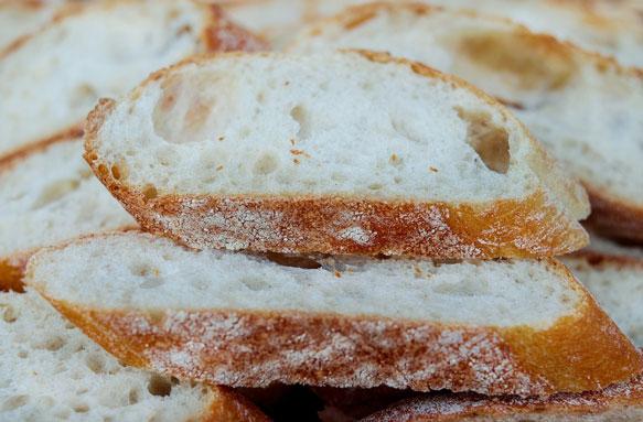 к чему снитсясвежий хлеб